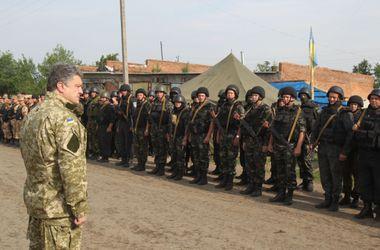 Порошенко наградил днепропетровских военных