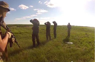 Террористы добровольно сдаются в плен бойцам АТО