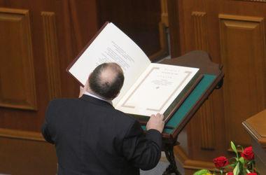 Яценюк:  Изменения в Конституцию должна завтра рассмотреть Рада