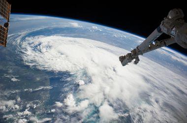 """Тропический шторм """"Артур"""" гонит американцев из домов"""