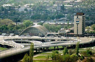 Ситуация в Луганске: два человека подорвались на мине, а на улицах находят снаряды