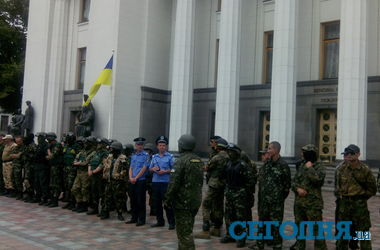 """Бойцы батальона """"Донбасс"""" пришли под ВР в полном обмундировании"""