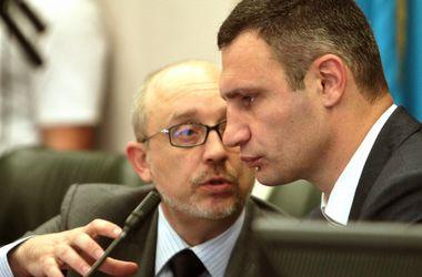 Заседание Киеврады: пикет велосипедистов, голосование руками и задумчивый Омельченко