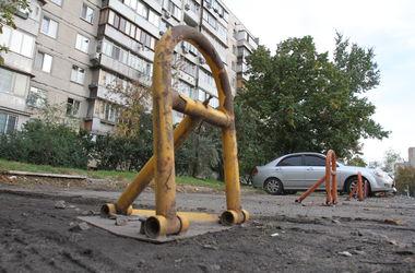 """Как киевлян оскорбляют и обманывают лжепарковщики: """"Я отказалась платить, а он плюнул мне на дверную ручку"""""""