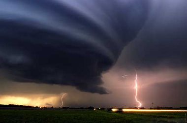 """Ураганы и цунами """"ограбили"""" мировую экономику на $4 трлн"""