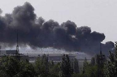 Под Донецком продолжаются бои: слышны автоматные очереди, валят клубы дыма