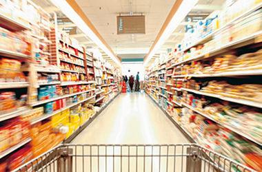 В супермаркетах Луганска продукты есть, но покупателей все меньше