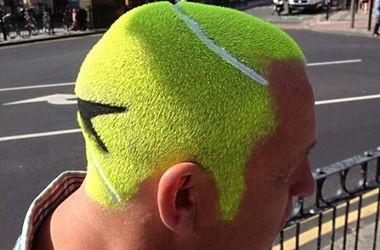 Фанат Уимблдона сделал прическу в виде теннисного мяча