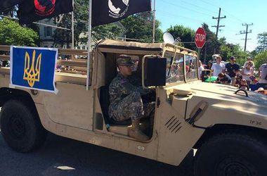 Военный автомобиль с трезубцем проехался на параде в США