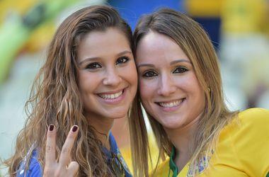 Конкурс красоты на матче Бразилия - Колумбия