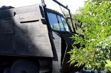 "Бойцы батальона  ""Азов"" своими руками смастерили бронетехнику"