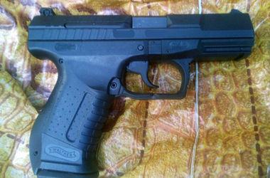 Житель Запорожья вез в Харьков пистолет
