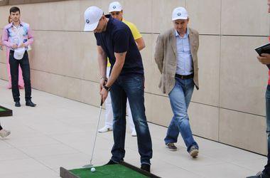 В Днепропетровске сыграли в гольф, чтобы поддержать армию