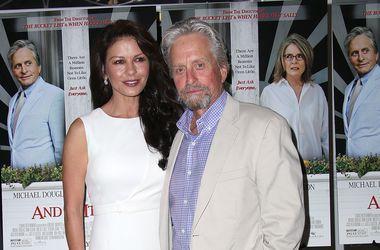 Кэтрин Зета-Джонс поддержала Майкла Дугласа на премьере его нового фильма