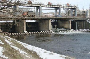 Террористы взорвали мост в Счастье и заминировали дамбу в Зугрэсе