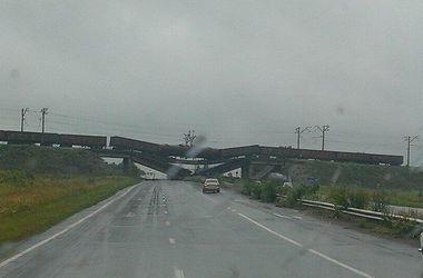 В Донбассе терористы взорвали еще один ж/д мост вместе с поездом