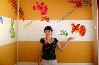 Художница из Днепропетровска мечтает украшать дома петриковской росписью