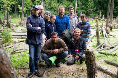 Под Харьковом волонтеры обустраивают туристический маршрут по национальному парку