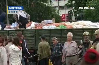 На въездах в Славянск образовались огромные очереди