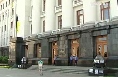 Расходы на содержание администрации Порошенко урежут на треть