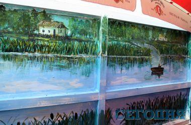Жилой дом на столичной Оболони превратили в галерею картин