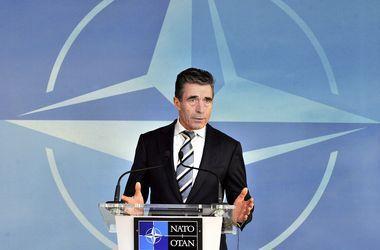 """Россия ведет в Украине """"двойную игру"""" - НАТО"""