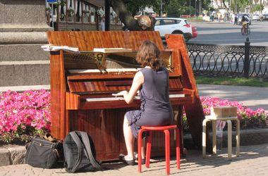 В Харькове появилось уличное фортепиано