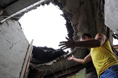 В Луганске погибли три человека, а улицы усеяны минами