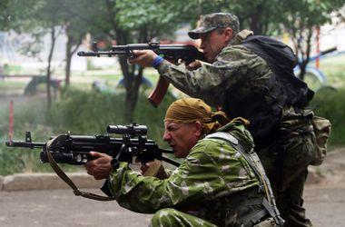 """Луганский аэропорт весь день атаковали танки, и велся огонь из систем """"Град"""""""