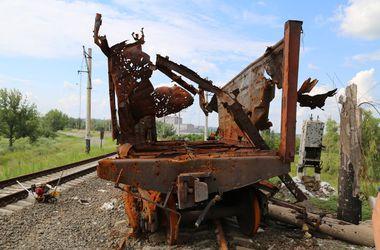 Арсен  Аваков о востоке: И символ хаоса - этот искорёженный поезд