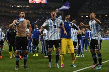 Аргентина в серии пенальти обыграла Голландию