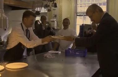Посол США испек блины для посла Бельгии за проигранный пари
