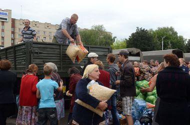 Возле харьковского метро собирают овощи и крупы для жителей Донбасса