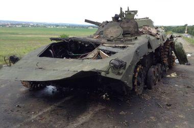 Покореженная техника боевиков в районе 5-го блокпоста сил АТО под Славянском