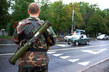 Террористы удерживают около 300 заложников, - Лутковская