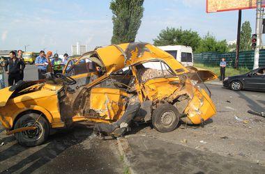 В Киеве в аварии на Броварском проспекте погибли два человека