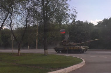 В Донбассе ездит танк с флагом РФ