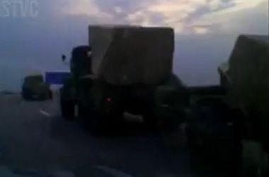 Очевидцы сняли колонну российской военной техники, которая движется к границе с Украиной