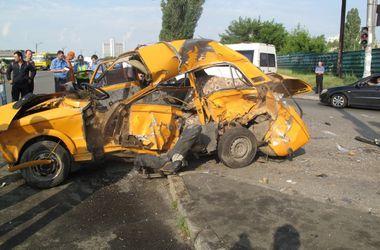 В Киеве угонщики погибли, устроив ДТП на похищенном авто (фото)