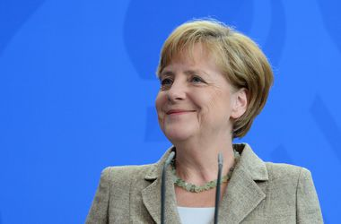 Меркель поддерживает Порошенко, но призывает к переговорам с сепаратистами
