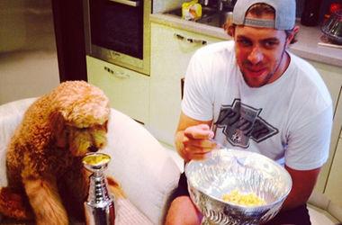 Словенский хоккеист позавтракал хлопьями из Кубка Стэнли