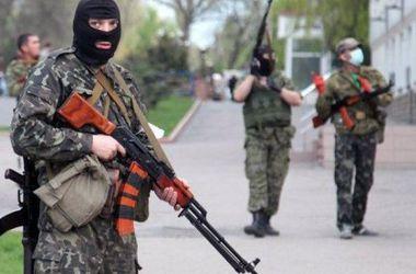 """Боевики """"ДНР"""" выслеживают """"призывников"""" на улице"""
