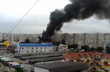 Боевики обстреляли жилой район в Луганске, идет черный дым