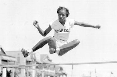 Умерла первая темнокожая олимпийская чемпионка