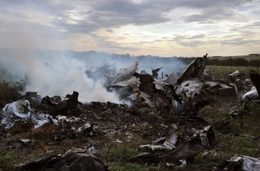 Неизвестна судьба двух членов экипажа сбитого Ан-26 - СНБО