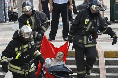 Число жертв аварии в московском метро неумолимо растет