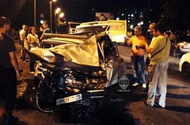 Подробности крупной аварии в Одессе: семь машин превратились в гору металла