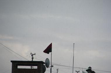 В Днепропетровске на многоэтажке вывесили флаги ЕС и ОУН