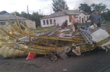 """В сети появились фото с места крушения самолета """"Боинг-777"""" в Донбассе"""