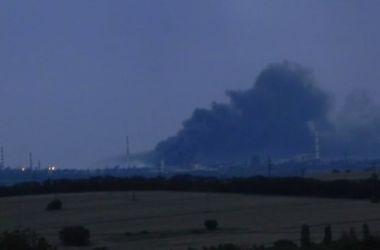В Лисичанске горит нефтеперерабатывающий завод, территория окутана черным дымом